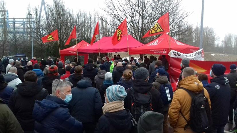 Arbeiterprotest gegen Massenentlassungen bei den MV-Werften