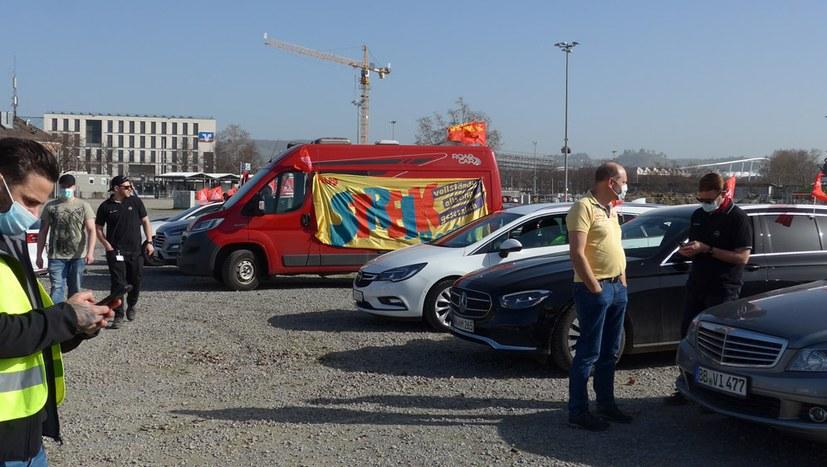 Autokorso von Daimler- und Porschebeschäftigten
