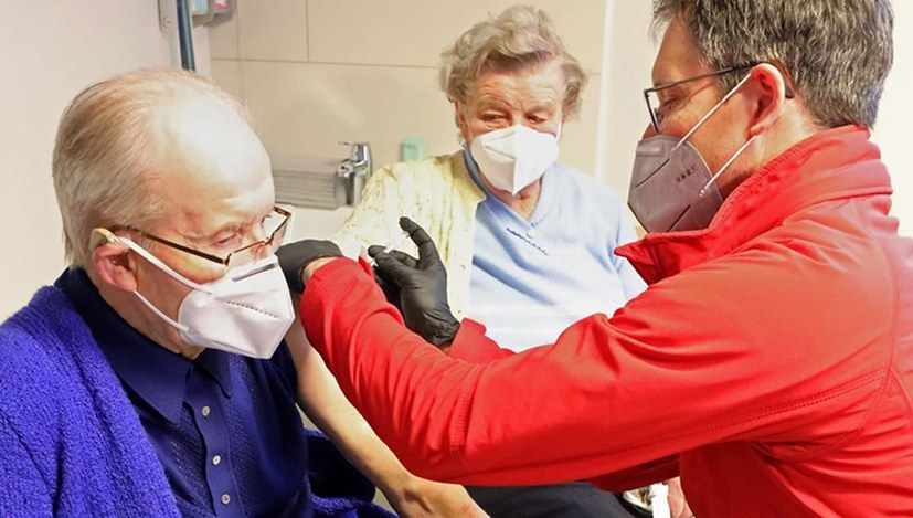 Covid-Pandemie: Impfstart durch Arztpraxen in Sicht