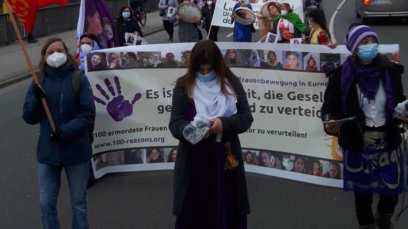 8. März: 1000 Menschen auf der Straße