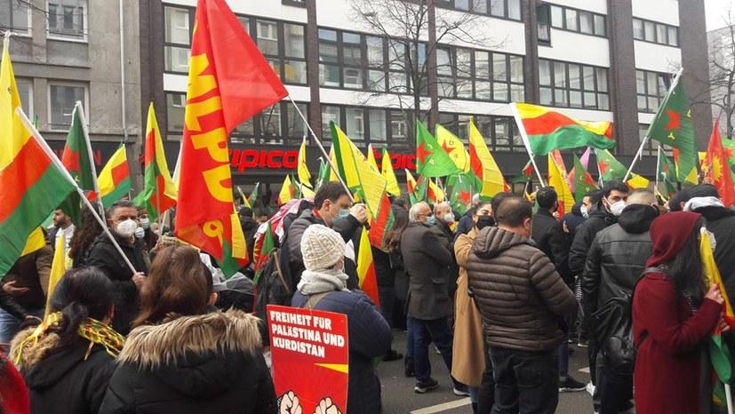 Polizei löst Newroz-Demo auf!