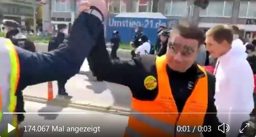 """Empörung über """"Querdenker""""-Demo und Verhalten der Polizei"""