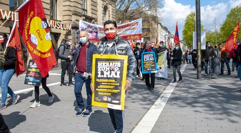 Trotz Pandemie: Arbeiter zeigen am 1. Mai Flagge