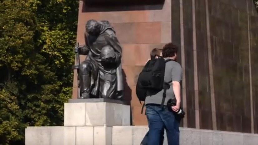 Berlin: Dialektischer Spaziergang auf dem Sowjetischen Ehrenmal