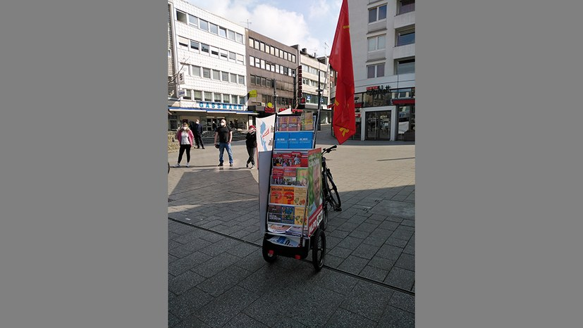 Witten: Der nagelneue Fahrrad-Bücherwagen war ein Blickfang