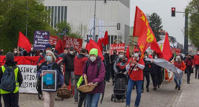 Kämpferische Stimmung bei durchgesetzter Mai-Demo!