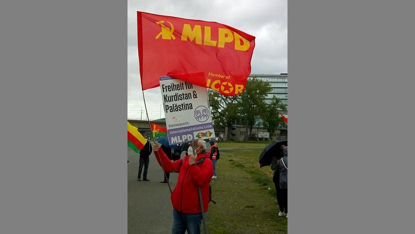 MLPD-Delegation bei Solidaritätsdemonstration mit dem kurdischen Freiheitskampf