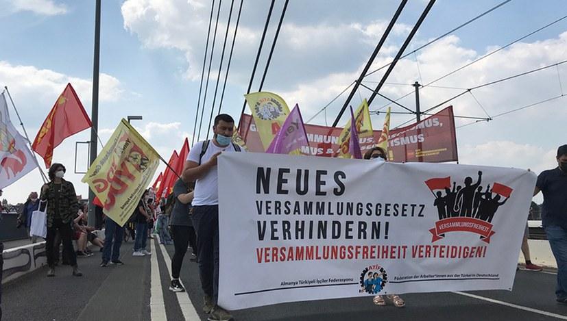 Erste Eindrücke von der Demonstration gegen die geplante Verschärfung des Versammlungsgesetzes in NRW