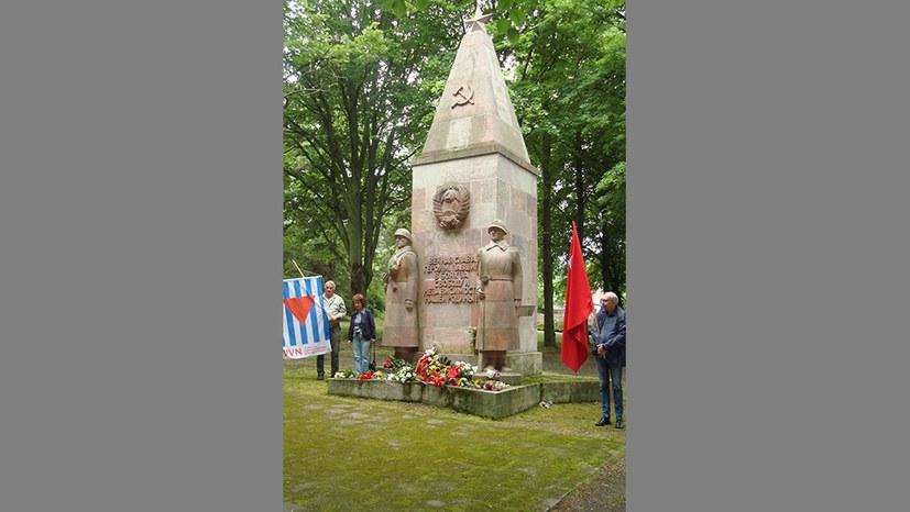Gedenken auf dem sowjetischen Ehrenfriedhof