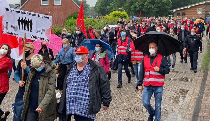 Streik und Demonstration gegen Zerschlagungsgpläne von Airbus-Tochter
