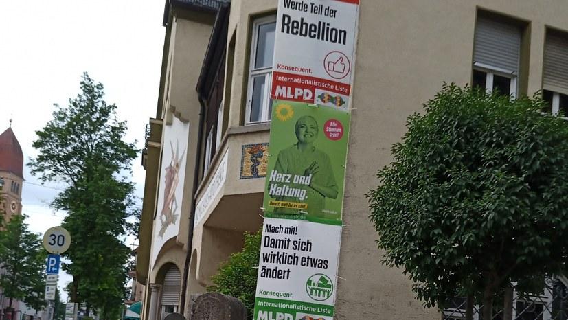 Augsburg: Plakatierung für die Internationalistische Liste / MLPD läuft