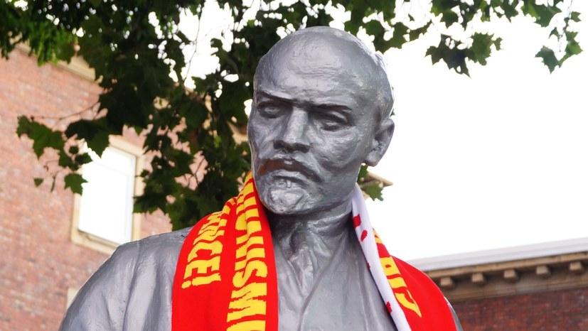 """""""Gib Antikommunismus keine Chance!"""" als Fan-Schal"""