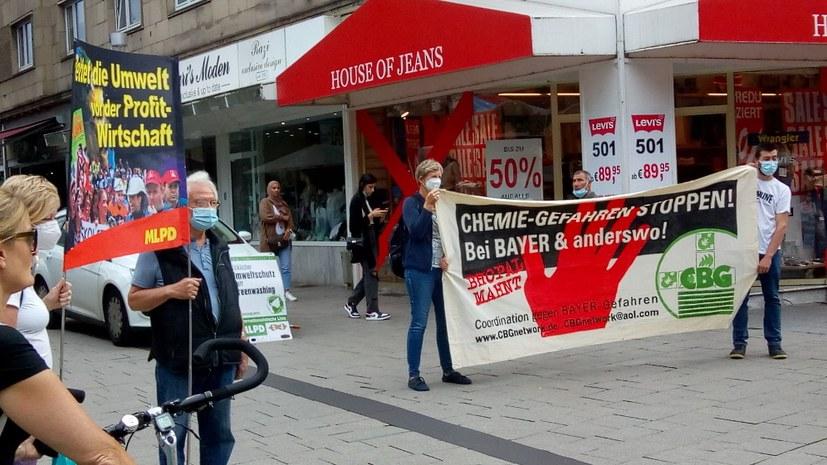 Protestkundgebung gegen Vertuschung durch Currenta, Bayer und Co.