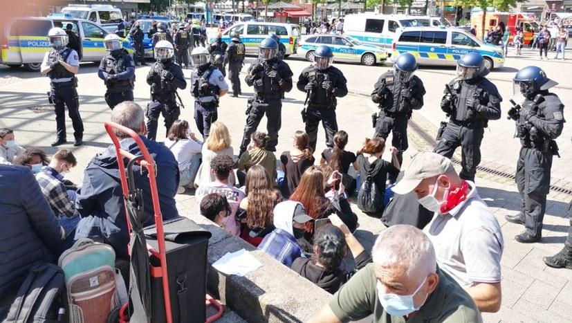 Solidaritätserklärung gegen den brutalen Polizeiangriff auf die Engels-Gedenkdemonstration