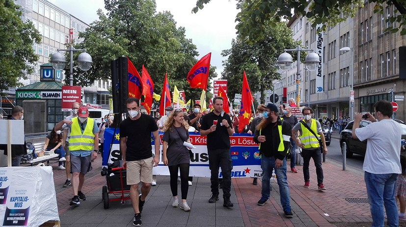 Wahlkampfauftakt: Schwungvolle kämpferische Jugenddemo zieht durch die Stadt