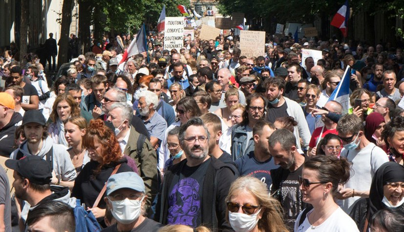 Was wollen die Massenproteste gegen die französische Corona-Politik?