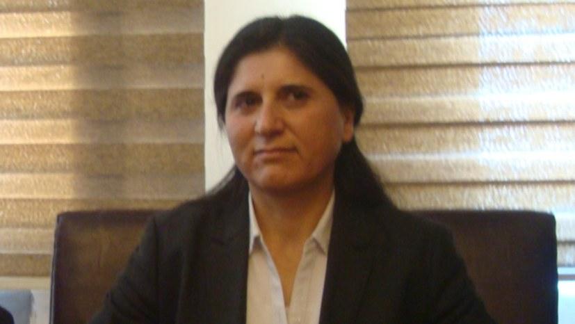 Kämpferische Weltfrauen: von Rojava bis nach Tunis - mit Asya Abdullah