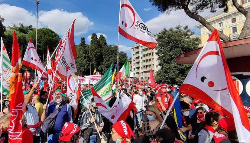 Massendemonstration gegen faschistischen Angriff auf Gewerkschaftszentrale