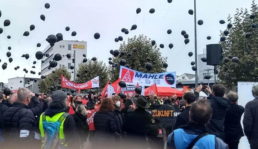 1.300 Beschäftigte protestierten gegen Arbeitsplatzvernichtung und Werksschließungen