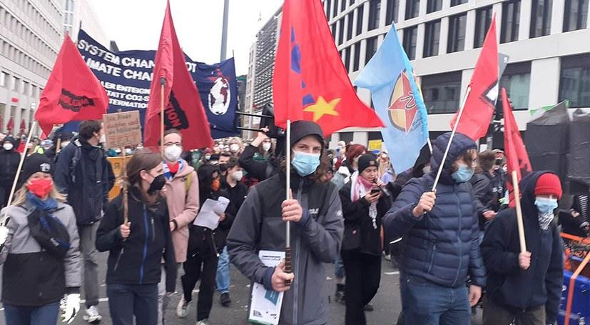FFF-Protest auf 10.000 angewachsen - Polizeigewalt gegen Demonstranten