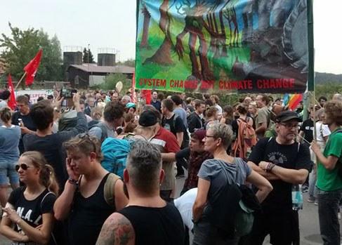 Hambacher Wald: Protest gegen Braunkohletagebau und Polizeigewalt