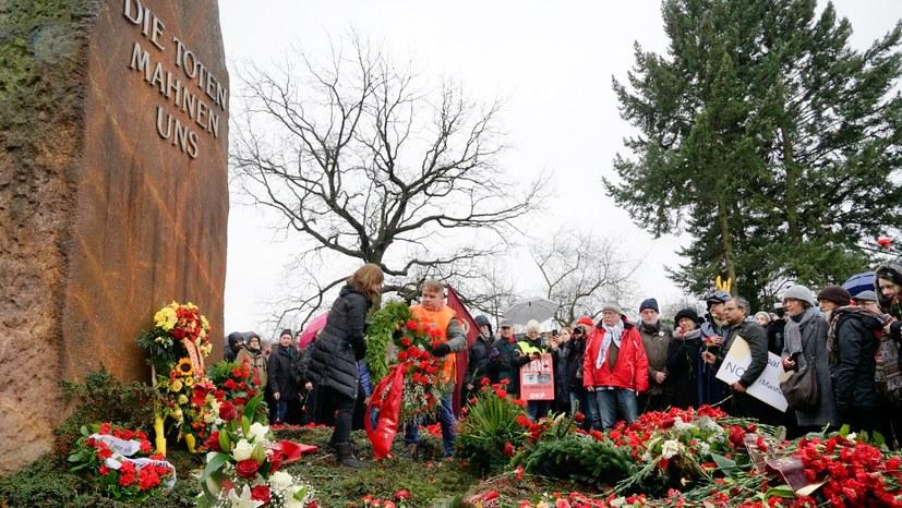 Kranzniederlegung auf der Gedenkstätte der Sozialisten