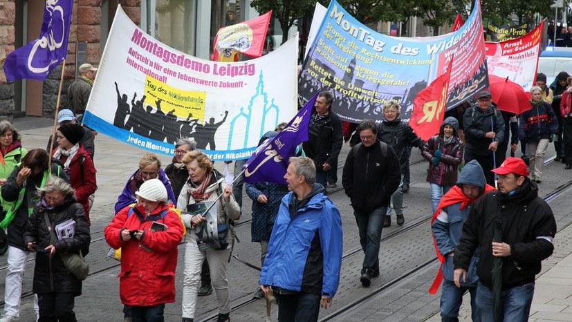 07b MoDe Leipzig und HH Einheit von Ost und West in der Demo IMG_0510.JPG