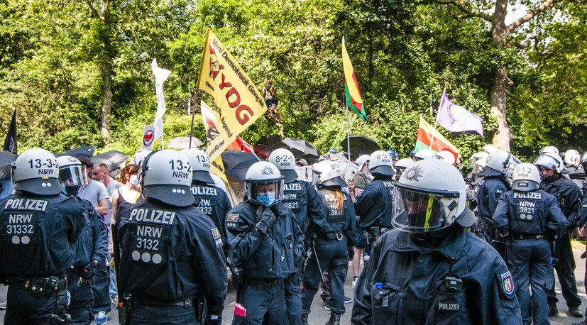 13 210626 Polizei kesselt den Antifa-Block ein Hg-09609.jpg