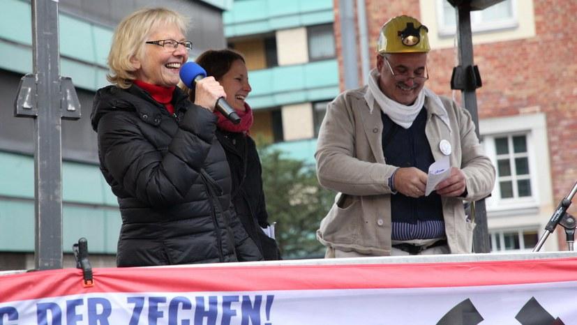 05 Monika Gaertner-Engel berichtet hoch erfreut vom schwarzen Freitag fuer Stadt GE IMG_2501.jpg