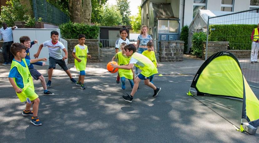 06 Sommerfest street soccer Hg 4501.jpg
