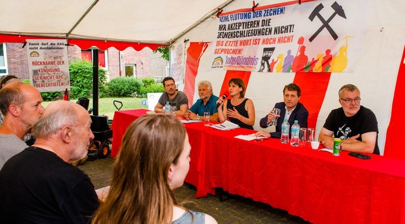 10 Sommerfest  Diskussionsveranstaltung Bergleute  Podium Hg 4516.jpg