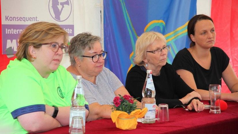 26 Frauenveranstaltung Podium IMG_7119.jpg