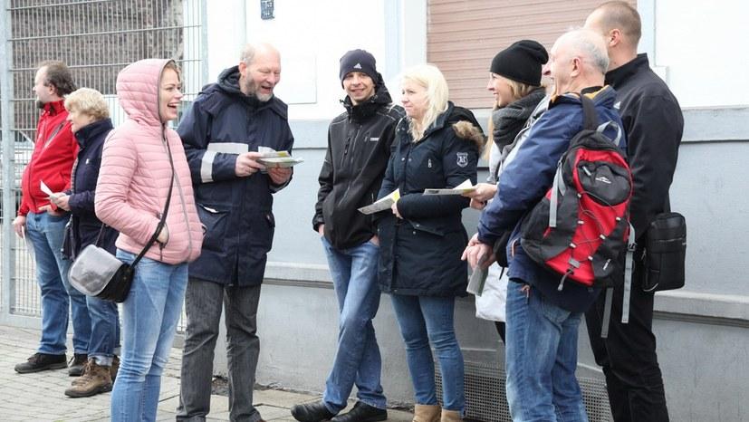 10 Gespräche am Straßenrand