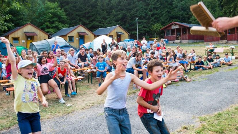 20 Der Goldene Besen für die ordentlichste Zeltgruppe des Kindercamps Hg0017.jpg