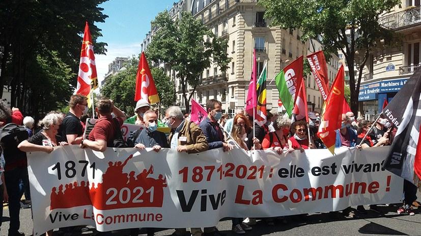 Fronttransparent der Demonstration mit 10.000 Teilnehmern