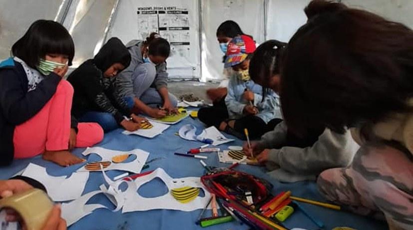 16_Kinder basteln für das Neujahrfest.jpg