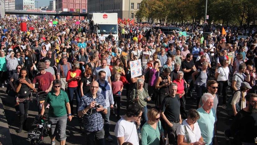 Große Masse Demonstranten