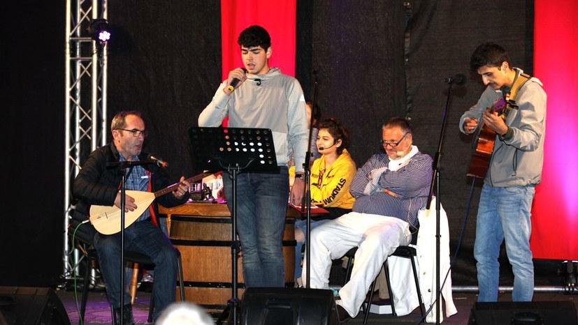 Mitglieder von Grup Yorum spielen das Bergarbeiterlied der türkischen Kumpel