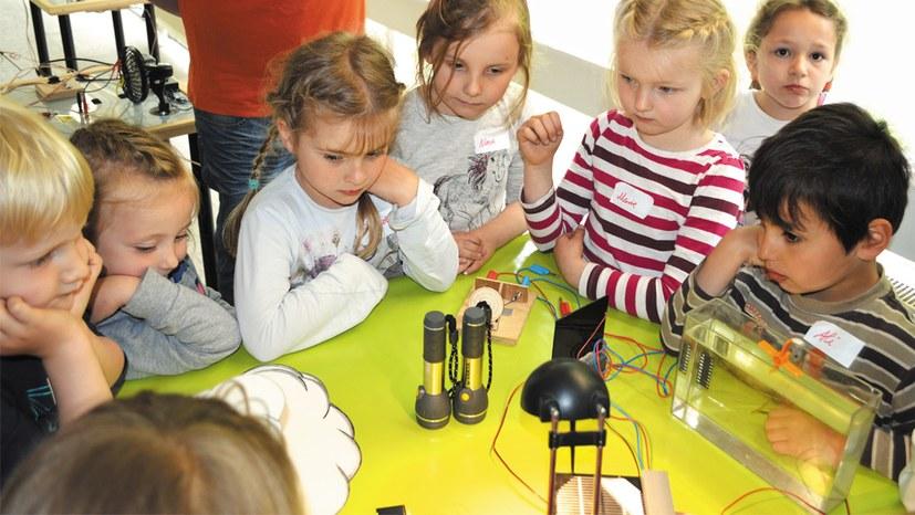 """Rückkehr zum schulischen Regelbetrieb:  Alles """"wissenschaftlich"""" begründet?"""